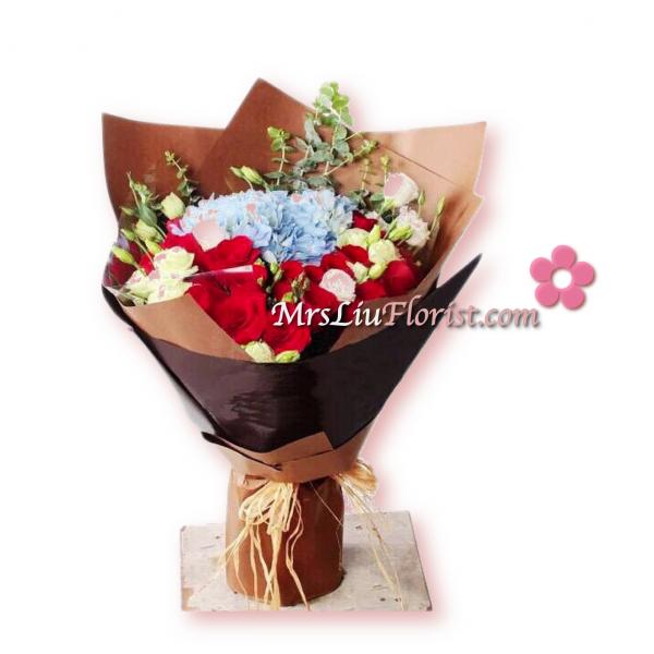 RB19-粉藍繡球18支紅玫瑰花束-1