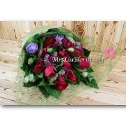 11支玫瑰屈金香花束